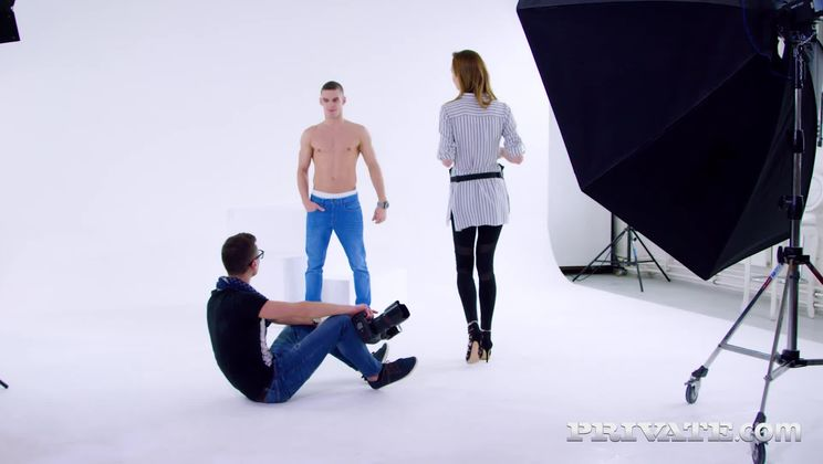 Makeup Artist Belle Claire, Mounts a trio with DP at Photoshoot