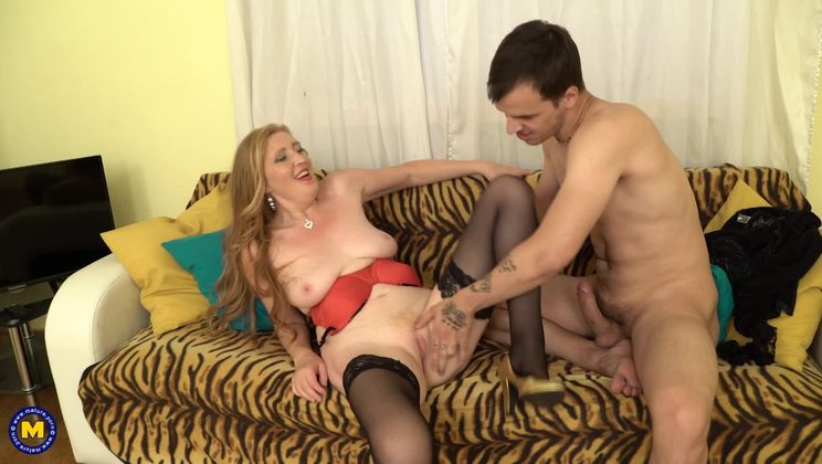 kinky housewife Angelica fucking and getting fisted