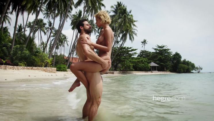 Ariel and Alex Sex On The Beach