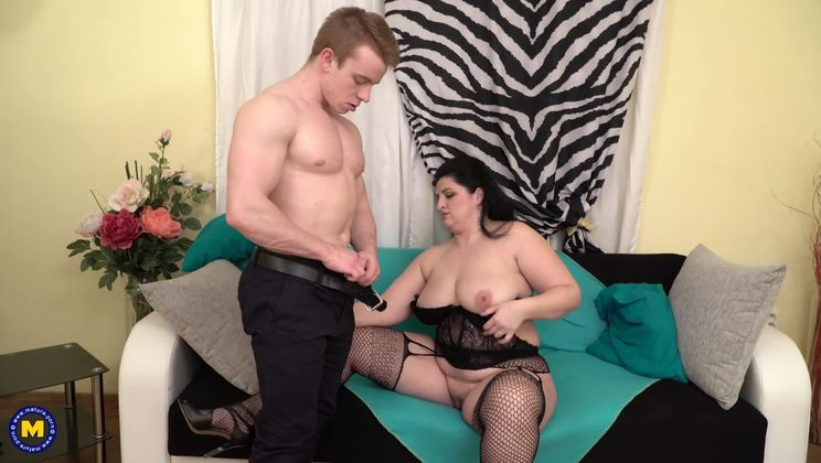 curvy housewife Lucille doing her toyboy