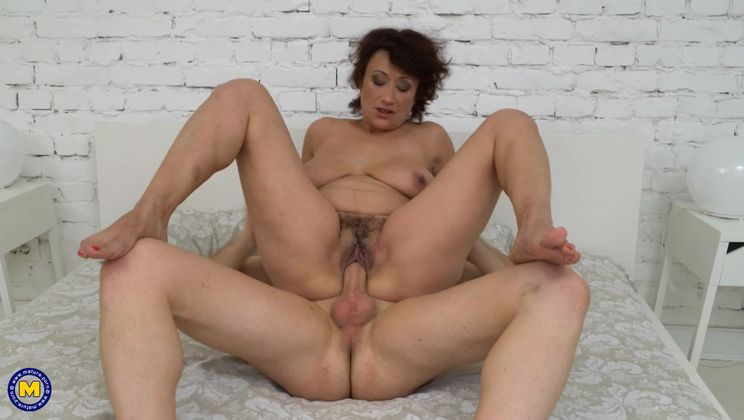 Hairy housewife fucking and sucking