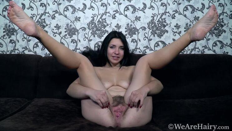 Tanita is a sexy and masturbating genie today