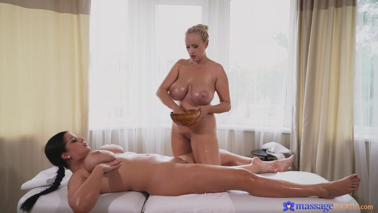 Women with big natural tits get wet