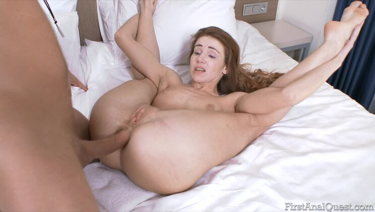 Teen beauty Melissa Grand can't help anal itching