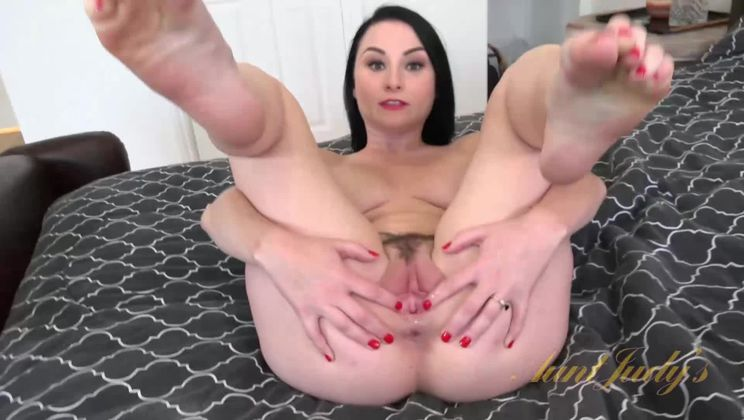 Meet the Sexy, Sultry Veruca James
