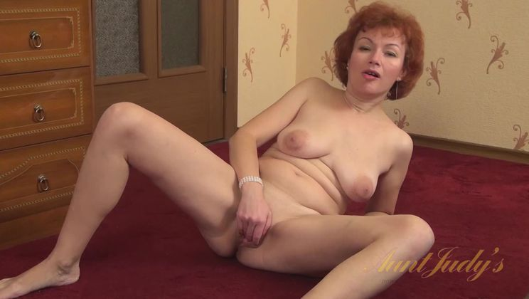 Julia fingers her mature pussy