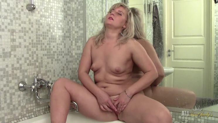 Alisa shower masturbation