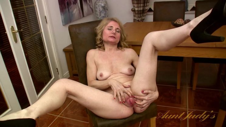 Isabella fucks herself with a toy