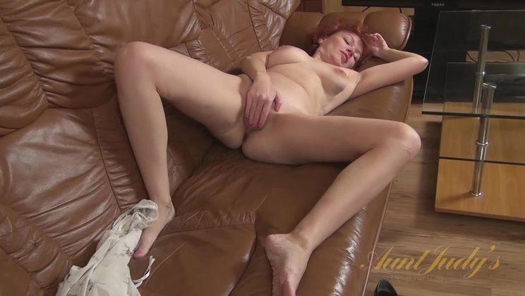 Julia is ready to masturbate