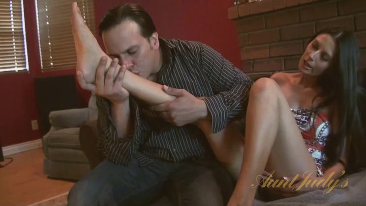 Nikki Daniels gets hammered by Anthony Rosano