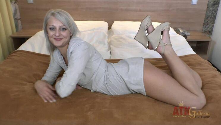 Katy Rose befriedigt Blackzilla mit ihrer Muschi und ihren Füßen