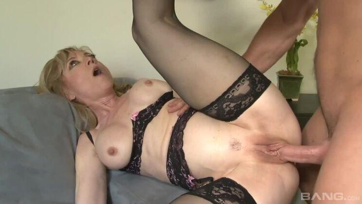 Cougar granny Nina Hartley gets nasty with new hot neighbor's cock