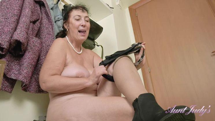 Esmerelda Classy Attire Hallway Masturbation