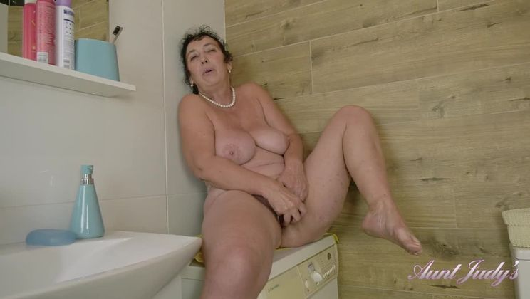Esmerelda Morning Bathroom Dildo Play