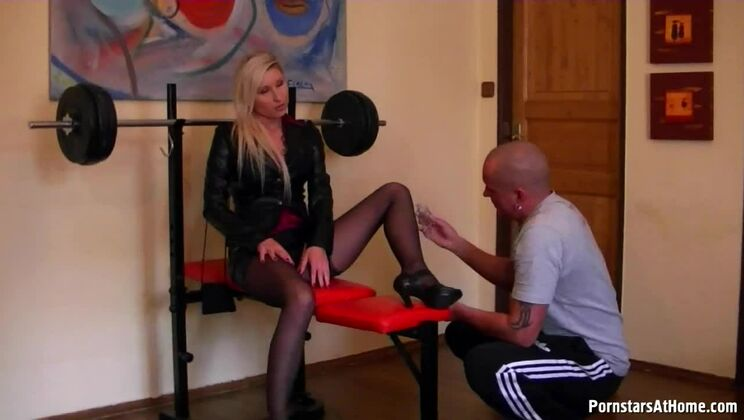 Total Slut For Oil And Muscles