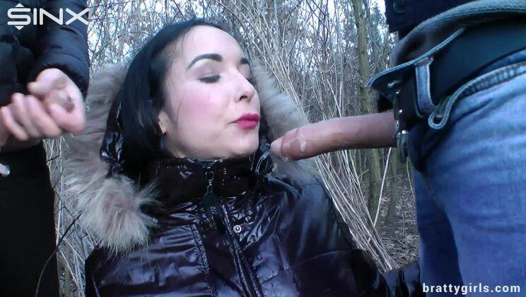 Deepthroating And Dual Dick Sucking Queen