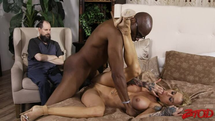 MILF Sarah Jessie Gets Fucked by a Monster Cock
