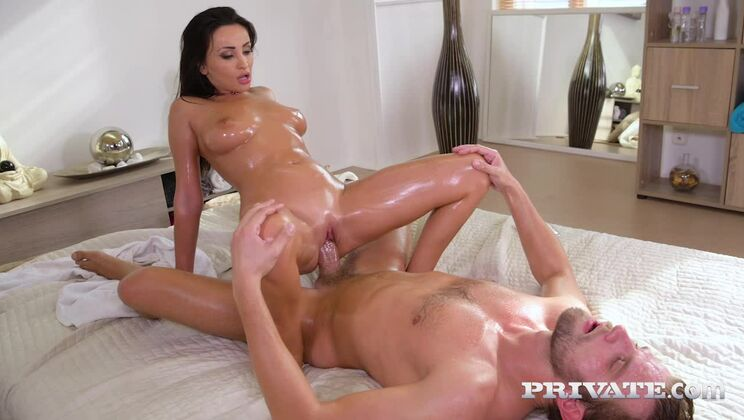 Alyssia Kent, Oiled and Fucked at the Massage Parlour