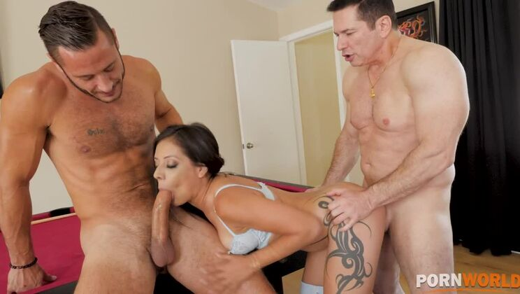 Famed American dick sucker Jynx Maze deepthroats while getting pussy fucked GP1421